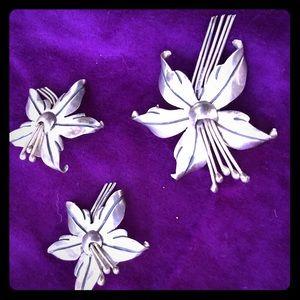Silver flower hibiscus earrings & broach pendant
